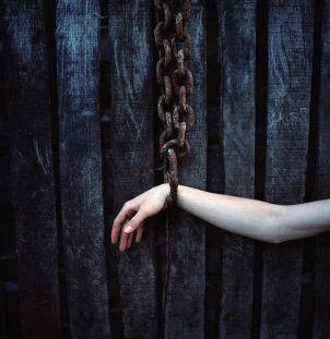cadena y mano